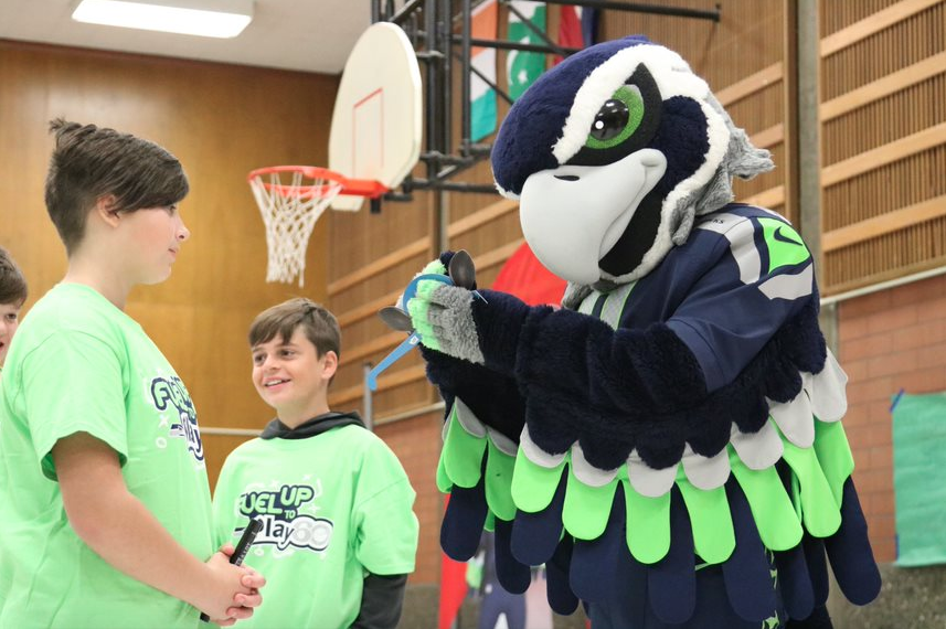 Blitz the Seahawks Mascot at a FUTP60 & Chelan Fresh Breakfast Cart Event