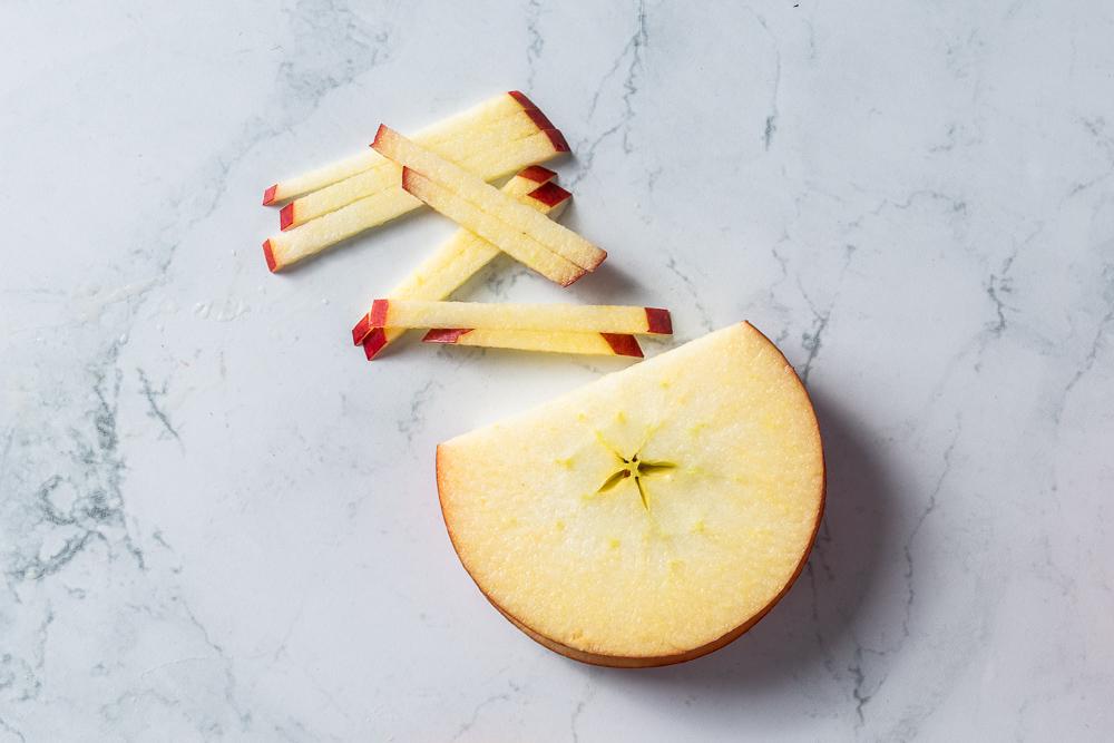 Julienne apple slicing method